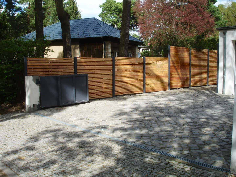 Sichtschutzzaun Holz Lärche Metall Secret 1